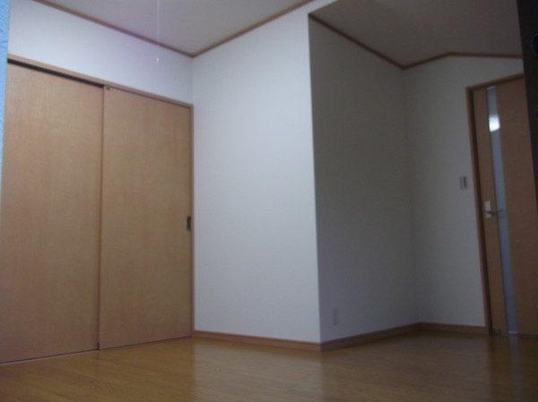 改修後です。 元々あった一部の壁を撤去して部屋を少し大きくしました。