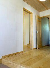 玄関です。とても広くて明るいです。
