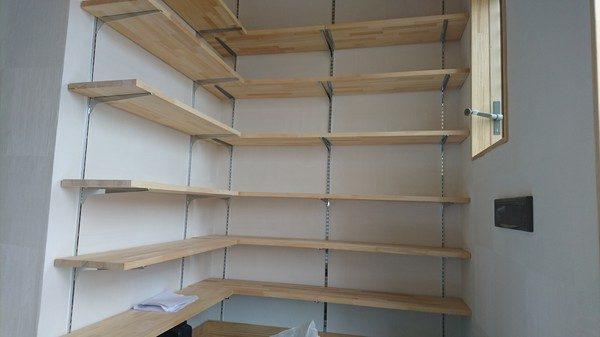 下駄箱は、観せるように作りました。 たくさん靴を置けますね\(^o^)/