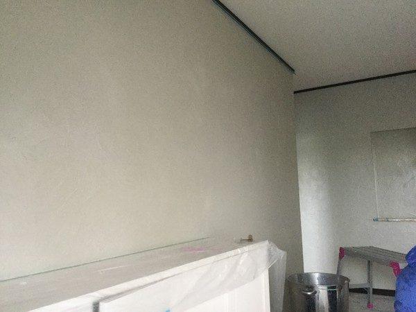 玄関ホールの改修工事をさせていただきました。 沖縄のサンゴの塗り壁第2弾ですよ。