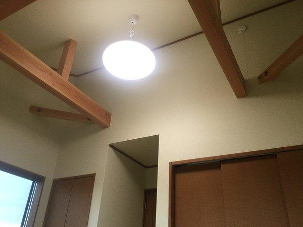 2階にある洋室です。こちらの部屋も吹き付けになってます。